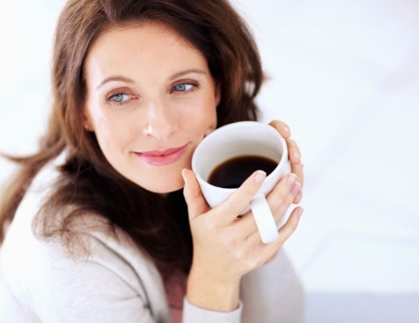 tantasalute.it-Woman-drinking-Coffee (Custom)